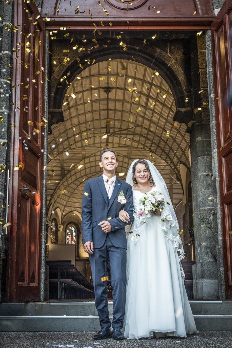 Mariage église mariés